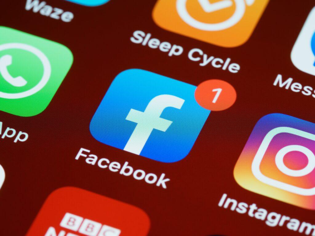Como mudar o nome no Facebook de 5 formas diferentes
